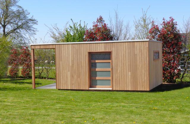 Cube tuinhuis in Iroko met oversteek