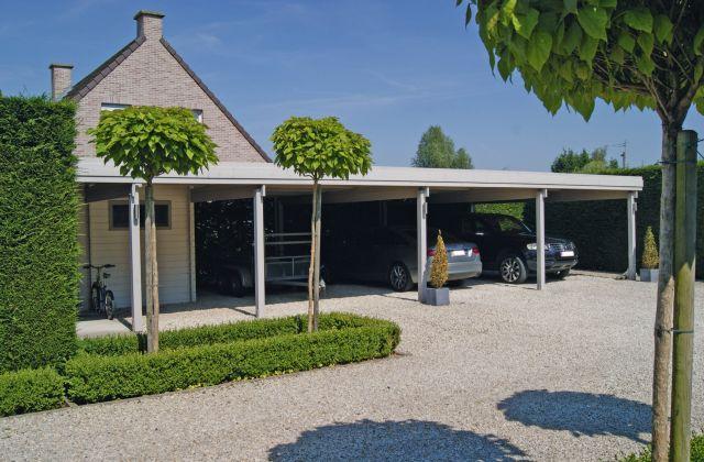Carport indu00e9pendant en bois, avec toit plat et abri de jardin