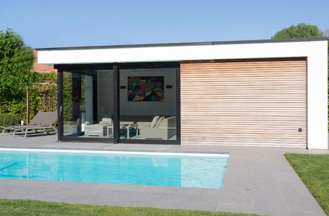 Poolhouse in crepi en hout
