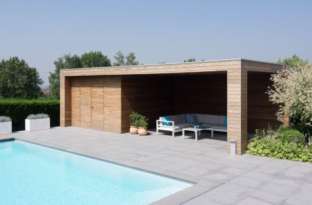 Poolhouse Veranclassic en afrormosia avec abri de stockage et avancée