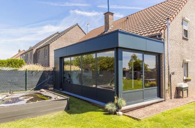 Extension de Maison Moderne en Aluminium et Trespa