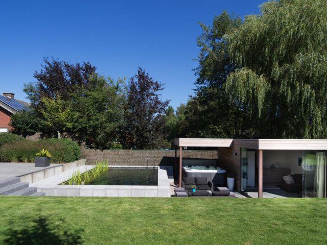 Houten modern poolhouse