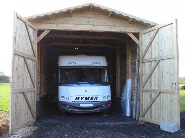 Klassieke houten garage voor mobilhome