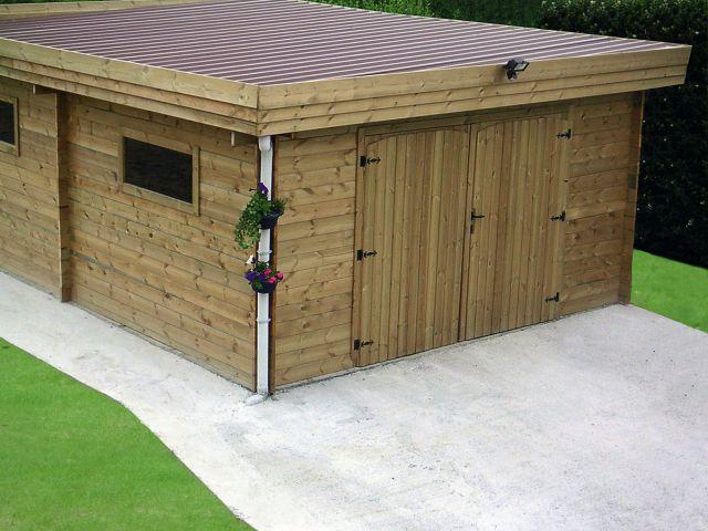 Garage moderne en bois avec double porte