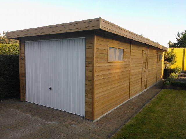 Garage en bois avec espace de stockage