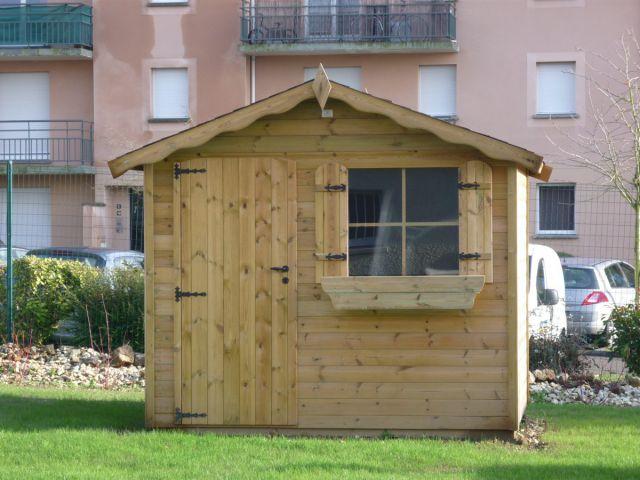 Klassiek tuinhuis met enkele deur.
