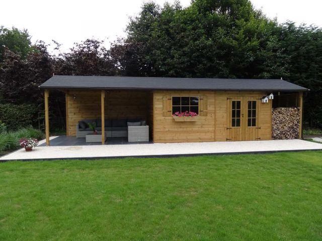 Klassiek tuinhuis met lounge en een houtstapelplaats