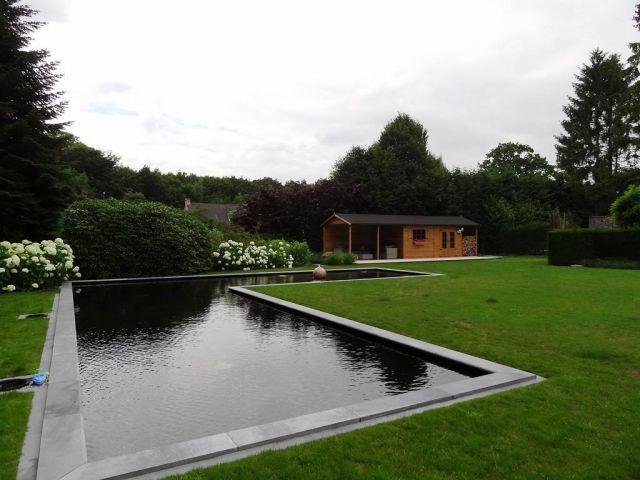 Klassiek tuinhuis met vijver in L-vorm
