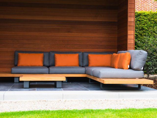 Abri de jardin moderne cube en bois de Moabi avec avancée