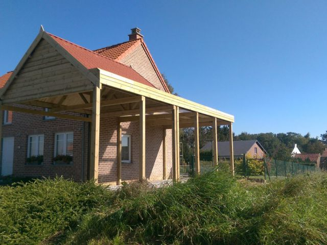 Carport avec double système de toiture