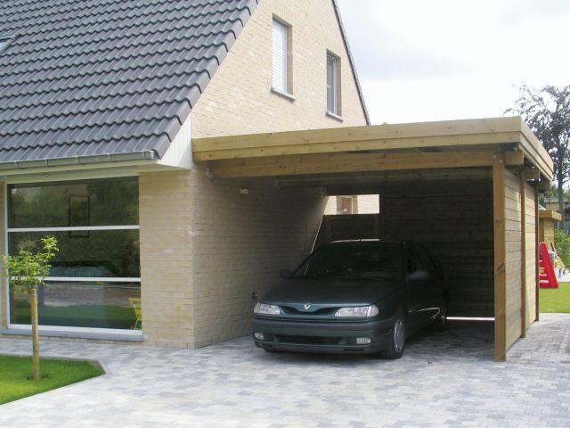 Moderne aangebouwde houten carport