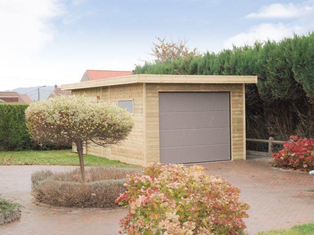 Houten garage met sectionale poort