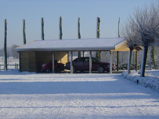 Klassieke sneeuwbestendige Carport
