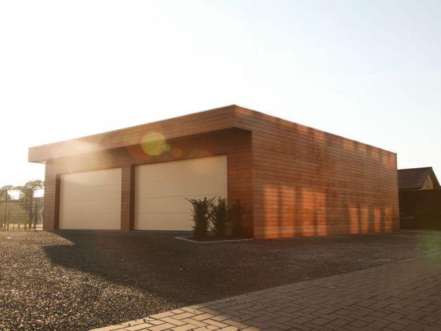 Houten garage met 2 sectionale poorten