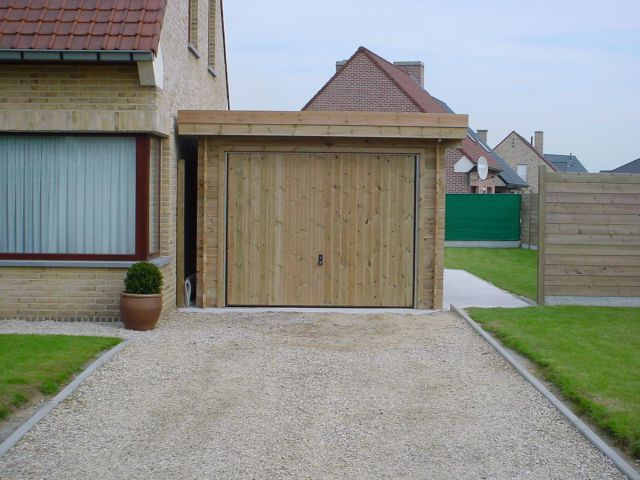 Houten garage met plat dak
