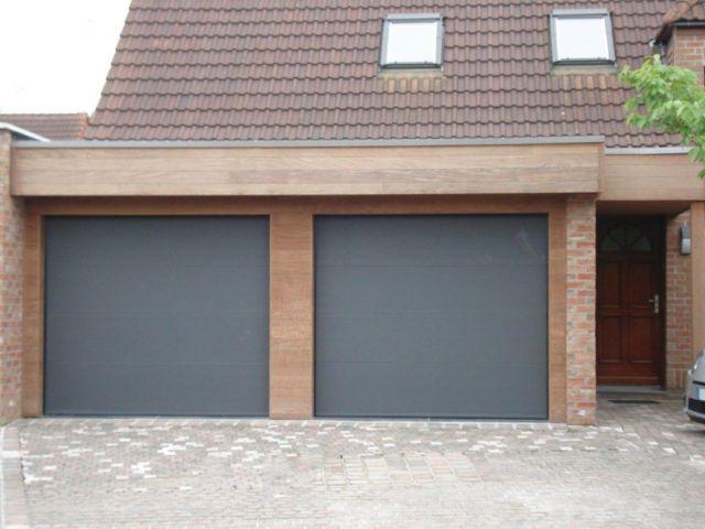 Extension garage en bois exotique ( Afrormosia ), avec portes électriques