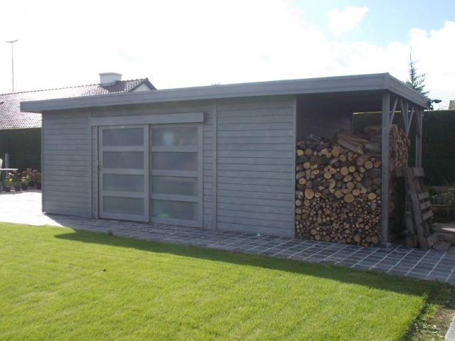 Garage en bois avec bûcher