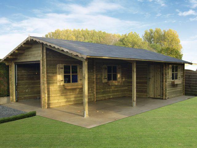Garage en bois avec espace terrasse et abri de jardin