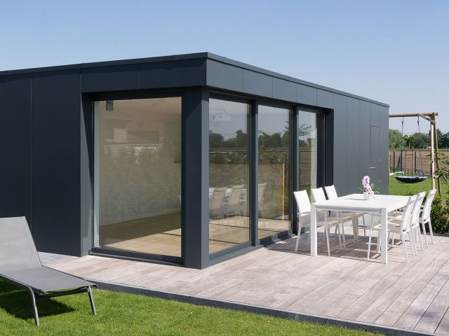 Modern poolhouse in Trespa met terras