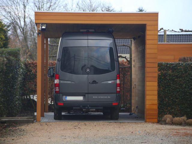 Alleenstaande carport voor bestelwagen