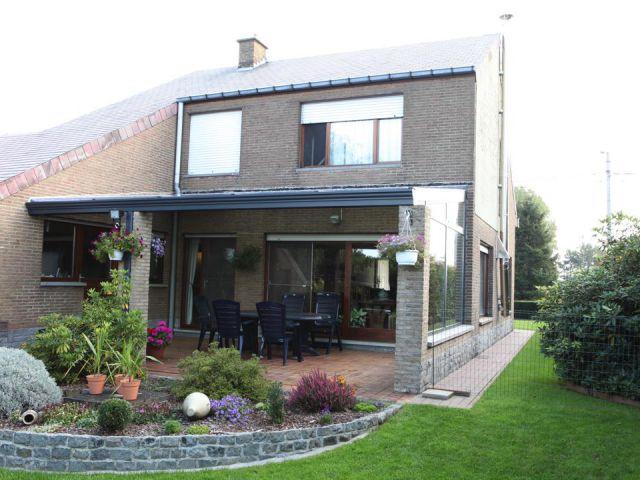 Maison avec pergola intégrée