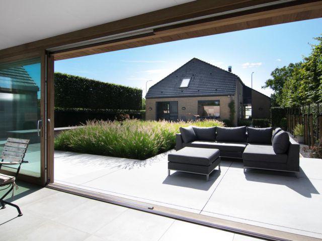 Pool house avec porte coulissante