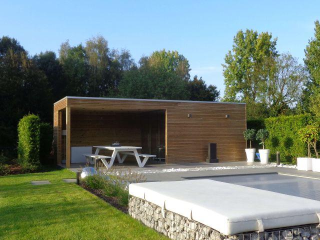 Chambre de jardin moderne avec pergola