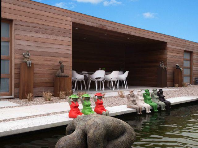 Houten poolhouse met twee bergingen en overdekt terras