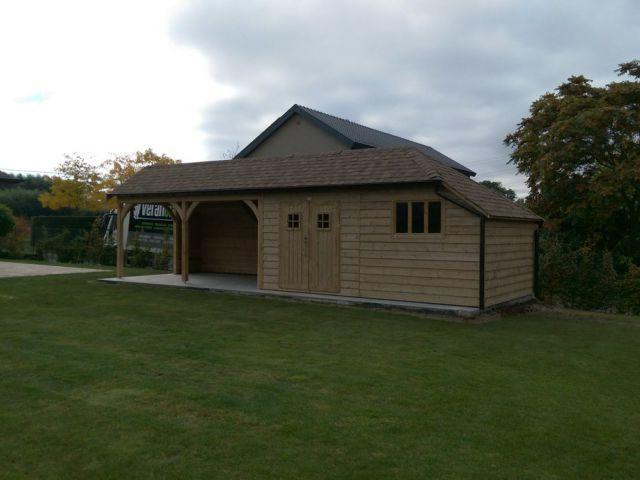 Tuinhuis met terrasoverkapping in cottage stijl