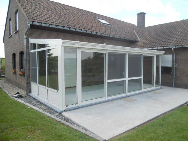 Extension véranda en aluminium avec portes coulissantes