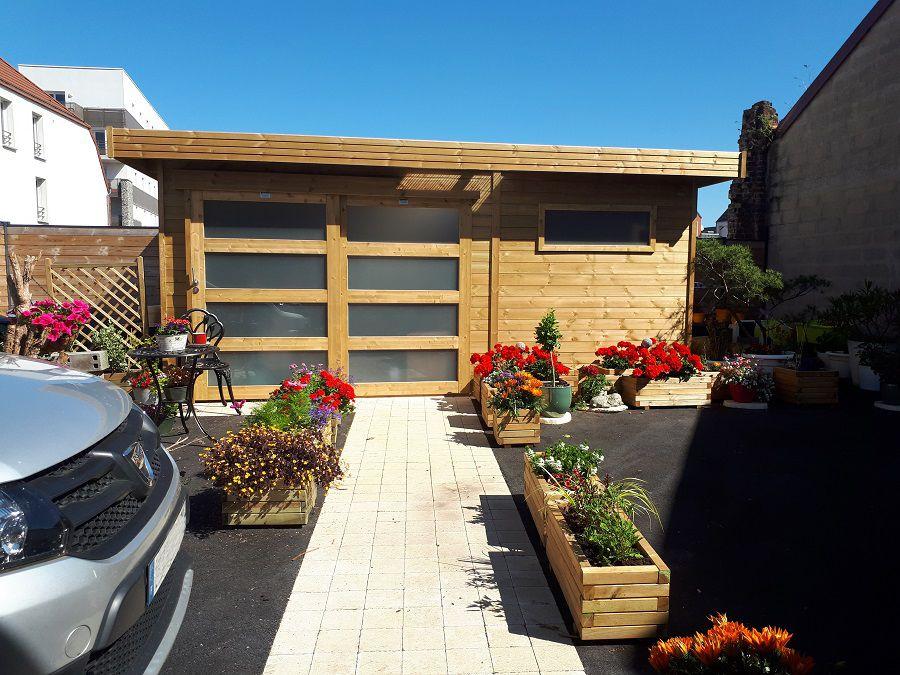 Abri de jardin en bois moderne avec toit plat