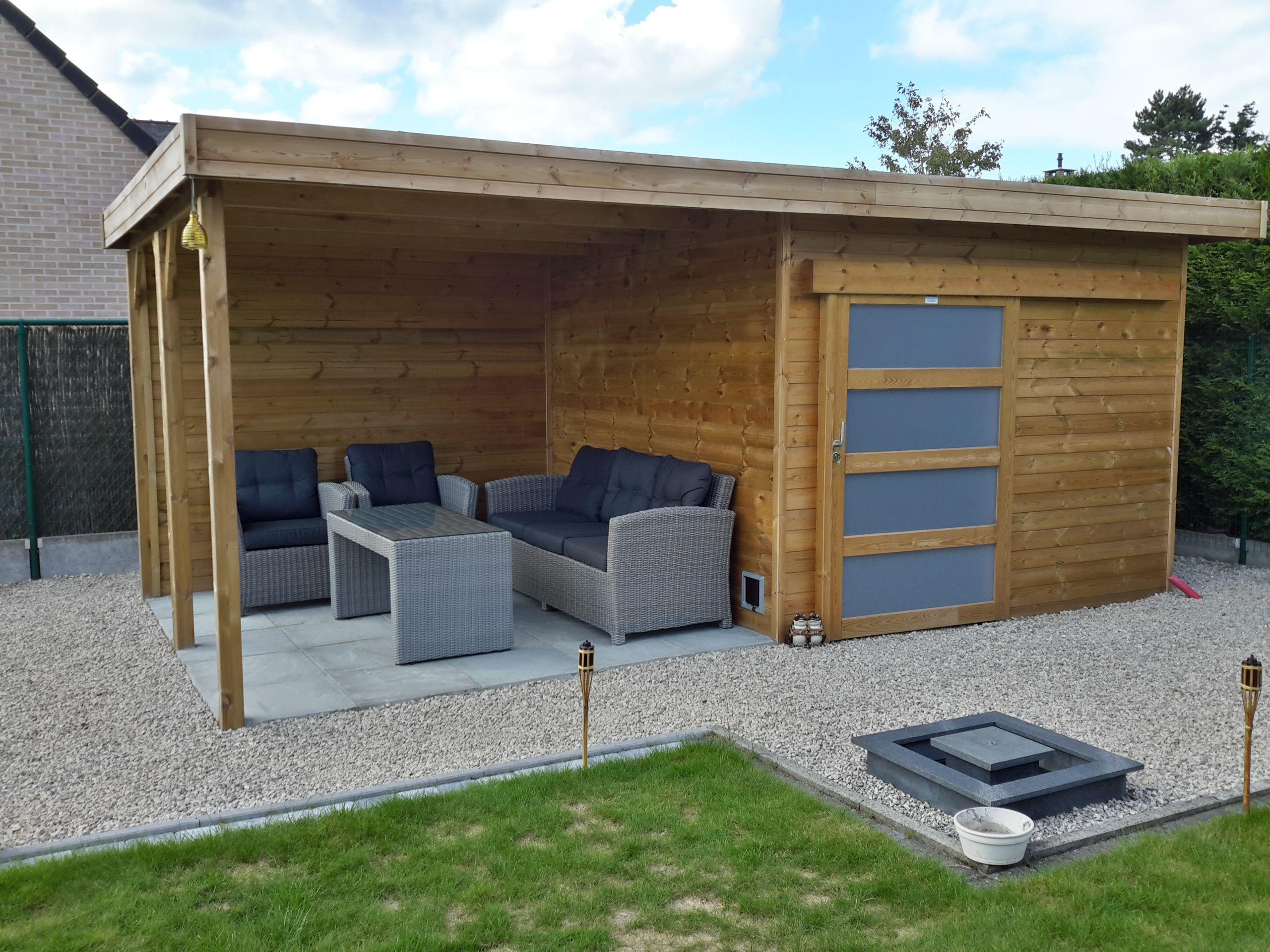 Modern tuinhuis met oversteek