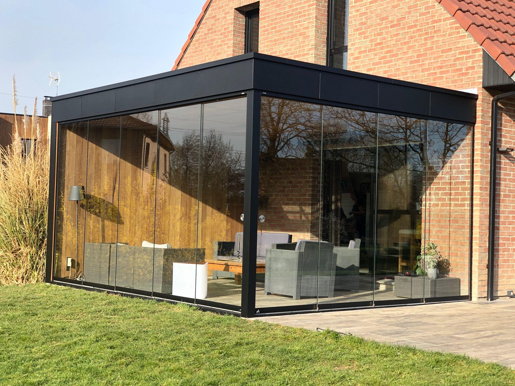 Pergola met Trespa dakomlijsting en Sunflex glasschuifwand