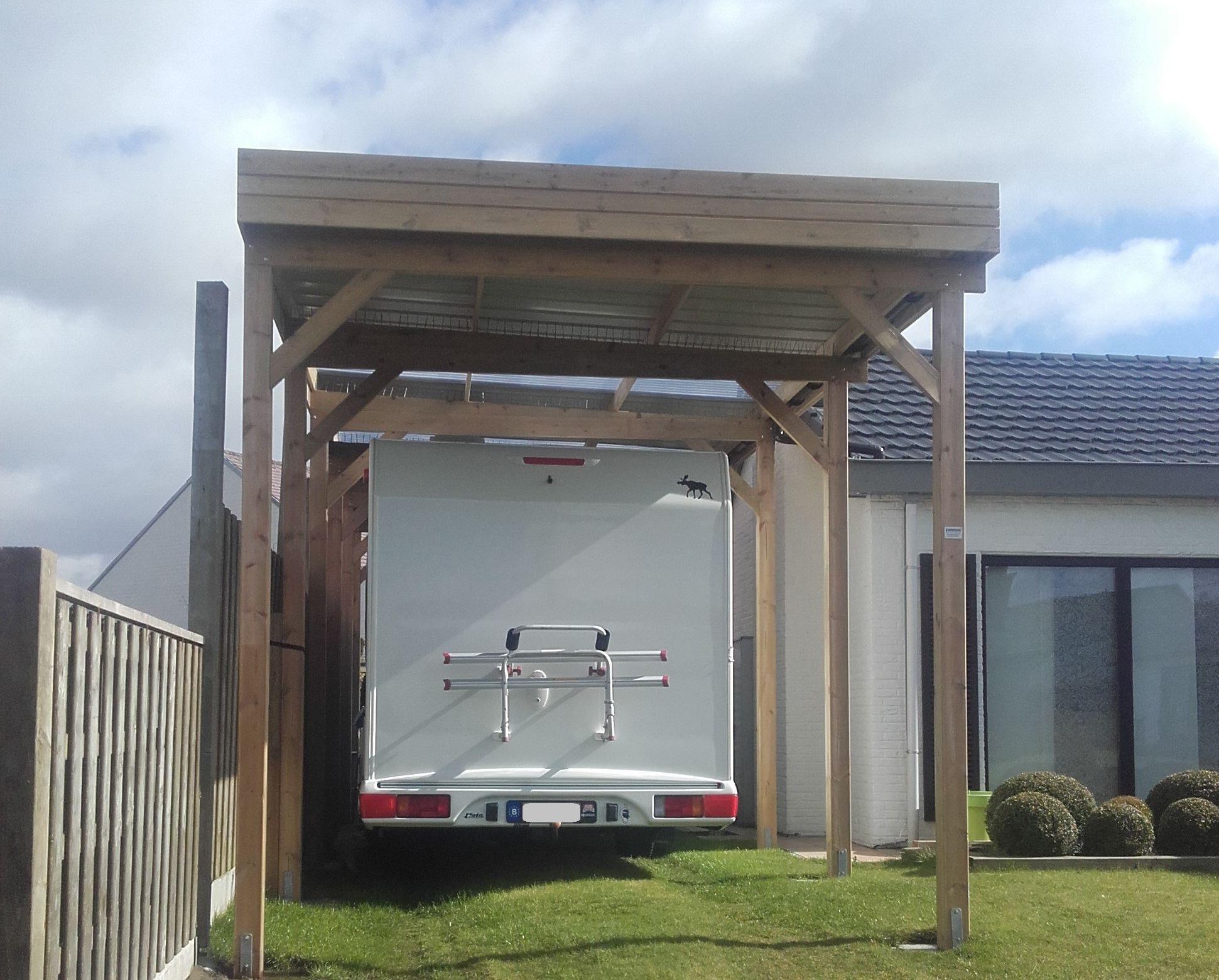 Houten carport voor camping car