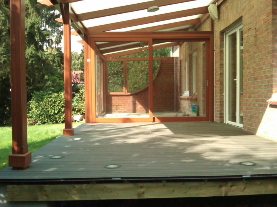 veranda avec muret en pierre extension vranda vitre donnant sur terrasse carrelage gris. Black Bedroom Furniture Sets. Home Design Ideas