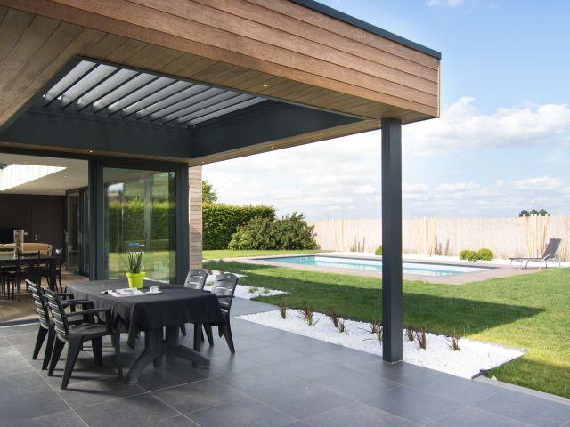 Leefveranda-pergola in hout en aluminium