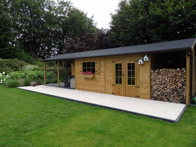 Klassiek tuinhuis met oversteek en een houtstapelplaats