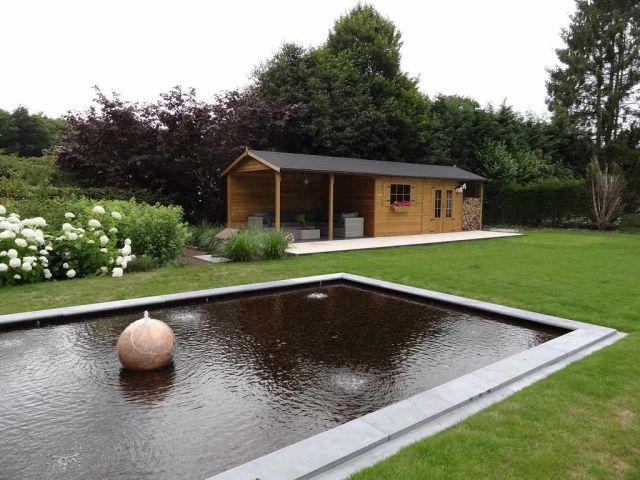 Klassiek tuinhuis met terrasoverkapping