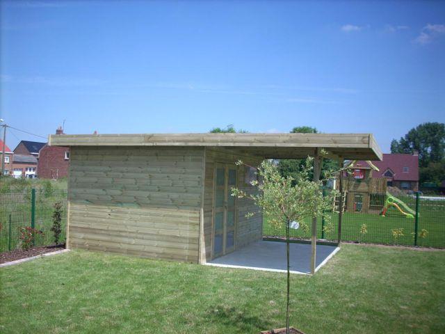 Abri de jardin toit plat en bois, avec avancée