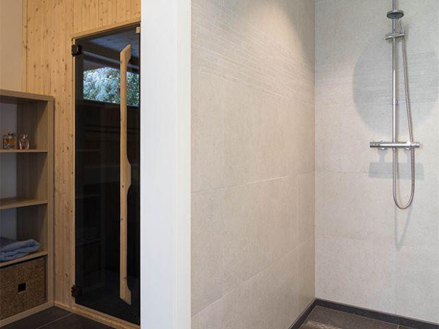 Bijgebouw met douche en sauna