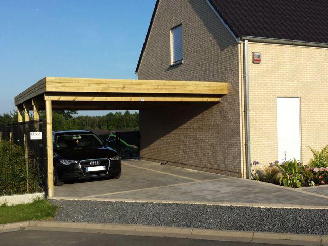 Double carport adossé en bois, à toit plat