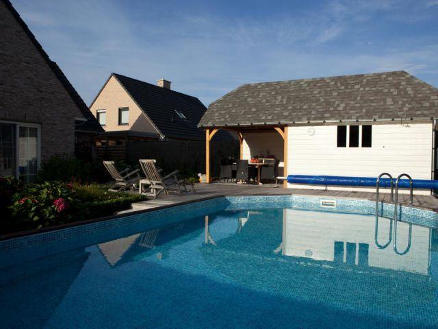 Cottage-poolhouse in rode Noorse den