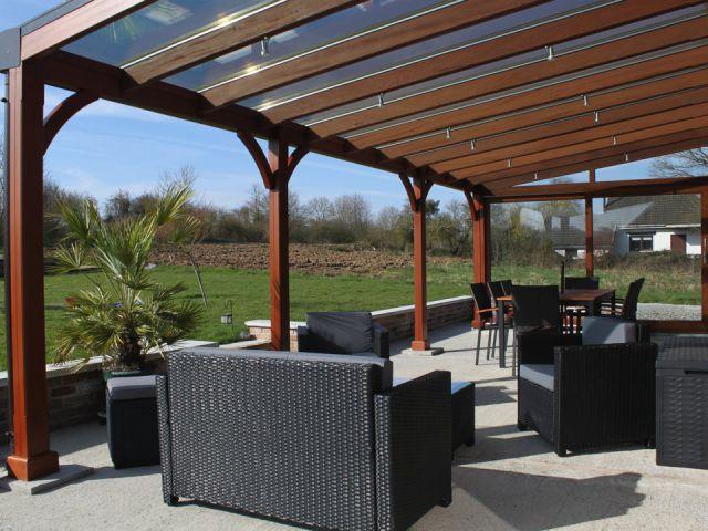 Toit de terrasse en bois exotique pour lounge