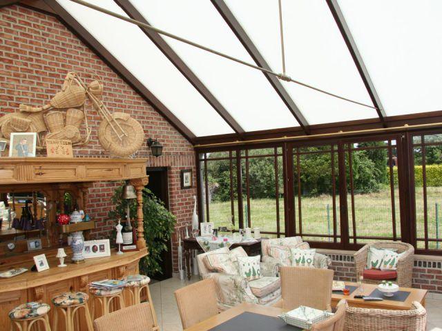 Klassieke houten veranda als uitbreiding woonruimte