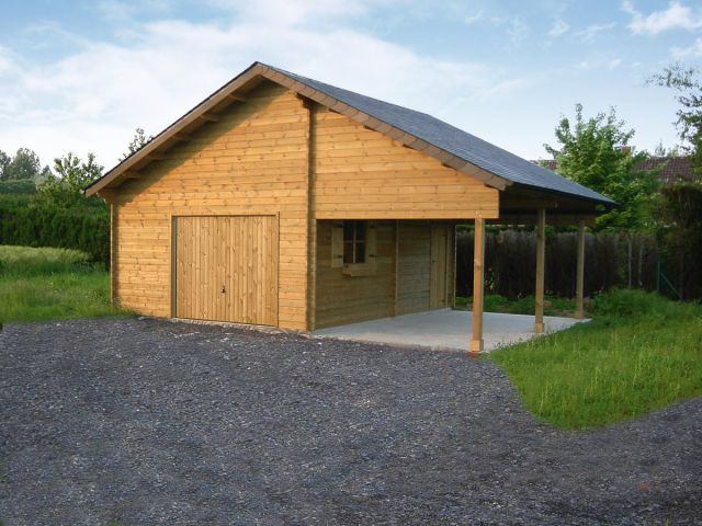 Garage classique en bois avec parti carport
