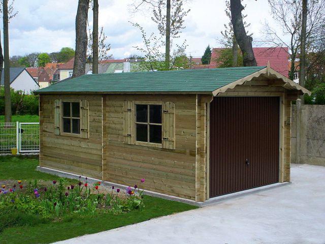 Garage classique en bois avec porte basculante