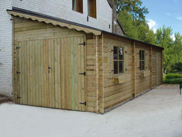 Garage en bois, adossé à la maison