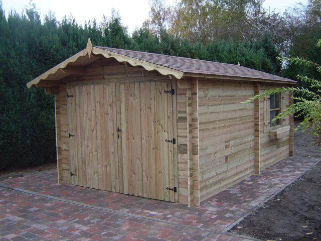 Garage classique en bois avec double porte