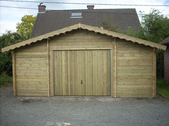 Garage classique en bois avec porte baculante