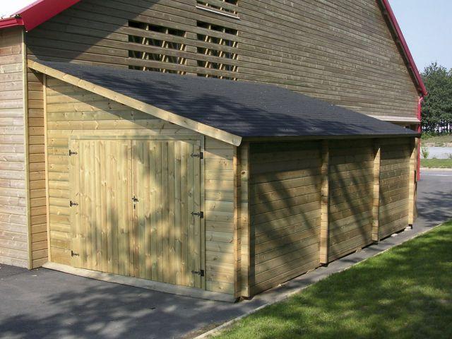 Garage adossé en bois